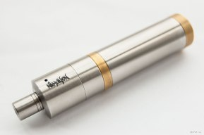Nahualon Atomiser, Versa Mod, high end e-cigarette on white background. Atomizer, Vape, Vaping. APV 2014 eyeteeth.net