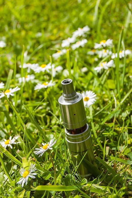 Hellfire Hybrid Mini Mega e-cigerette vapouriser in grass with daisies, vape, vaping,  eyeteeth 2014