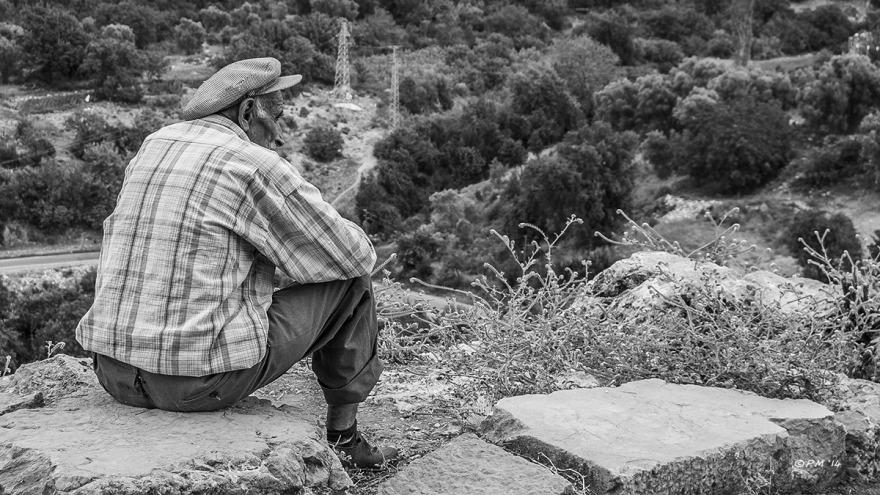 Old_Man_Resting_Acropolis_Hill_Tlos_Turkey_P_Maton_06-09-14