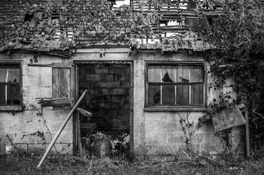 Abandoned stable with broken window and rotting wooden roof. Ford Lane, Frilford Oxfordshire UK. Monochrome Landscape. © P. Maton 2014 eyeteeth.net