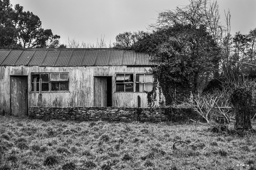 Abandoned workshop sheds. Ford Lane,  Frilford Oxfordshire UK. Monochrome Landscape. © P. Maton 2014 eyeteeth.net