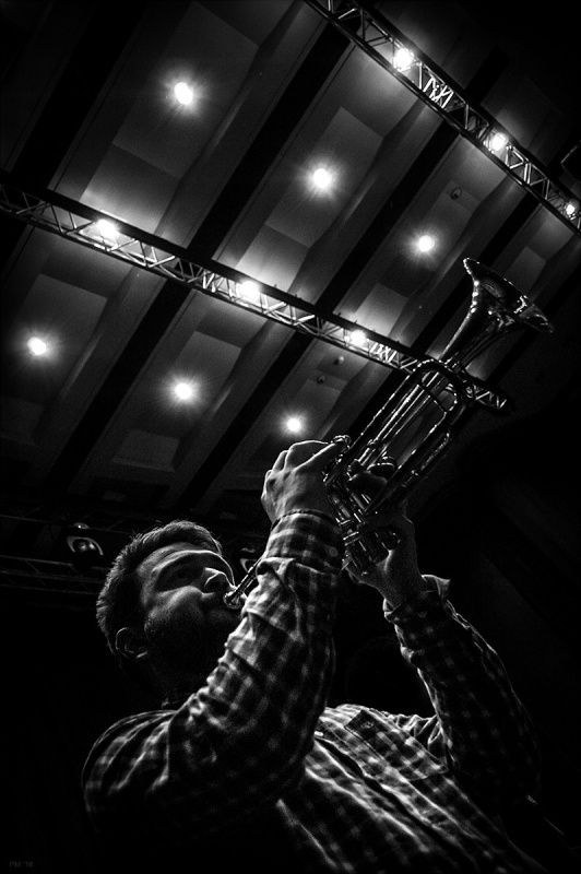 Trumpet player with theatre house lights above. J-Felix live supporting Soul II Soul at the Dome Brighton 21.02.16. Black and white music photograph. © P. Maton 2016 eyeteeth.net