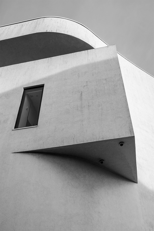 Detail of Towner Gallery Eastbourne East Sussex UK, urban architecture black and white photography Fujifilm XT-2. © P Maton 2017 eyeteeth.net