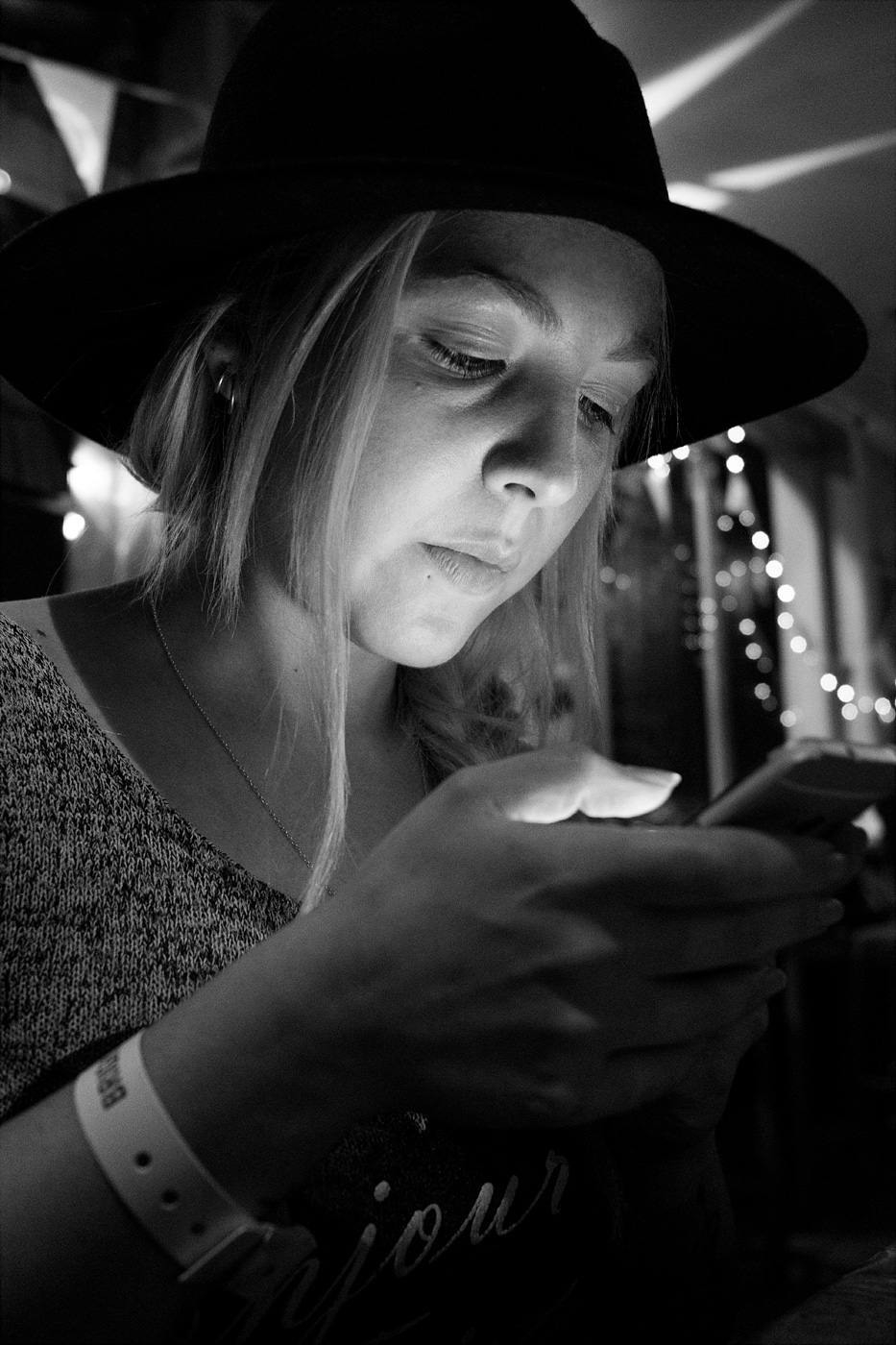 Young woman in bar illuminated by light from mobile phone. Shakespeare's Head pub Brighton UK black and white nightlife portrait fujifilm XT-2 © P. Maton 2017 eyeteeth.net