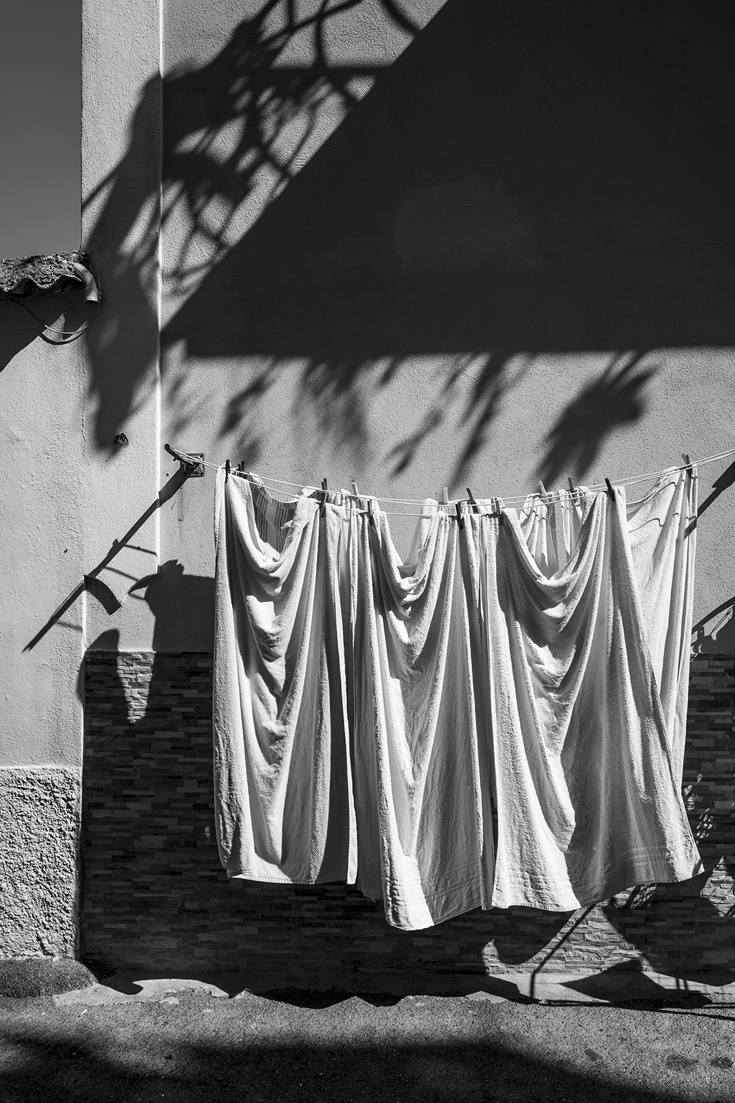 Towels drying on washing line in street, Ischia town, Isle of Ischia, Italy Black and white Monochrome urban street abstract portrait ©P. Maton 2018 eyeteeth.net