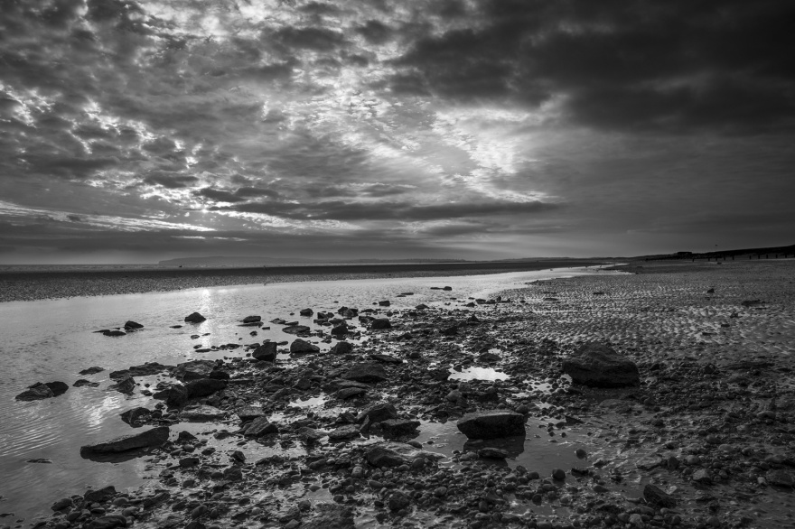 Camber Beach at sundown, Lydd Road Dungeness UK black and white ocean beach landscape © P. Maton 2018 eyeteeth.net