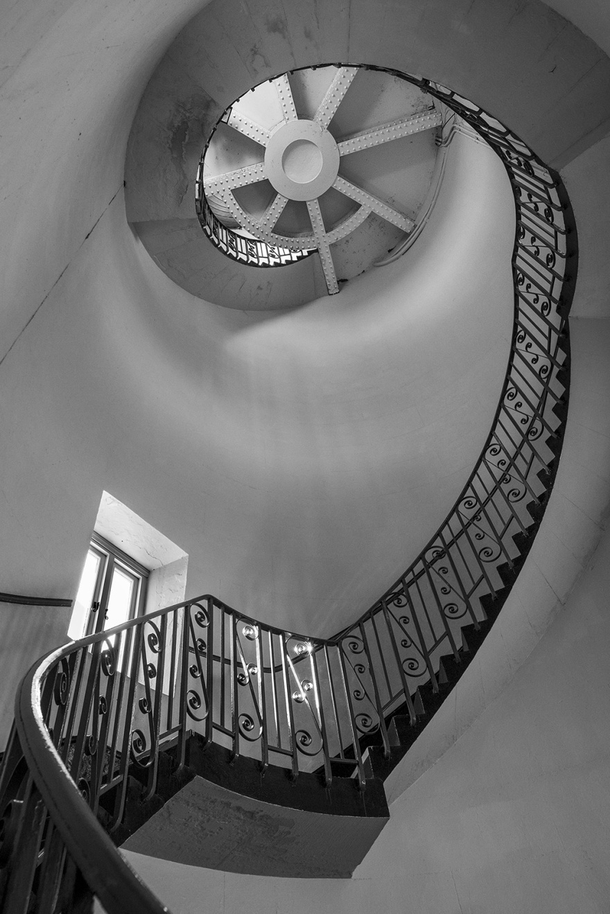 Spiral staircase inside the Old Lighthouse Dungeness UK black and white wide angle interior © P. Maton 2018 eyeteeth.net