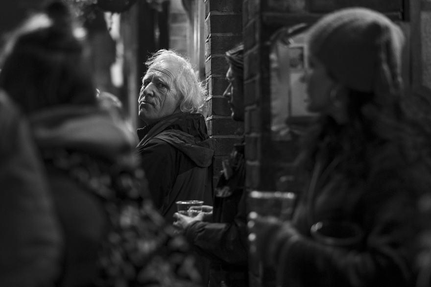 Glancing man outside the Gardeners Arms, Cliffe High Street Lewes East Sussex UK, black and white night photography Britain © P. Maton 2018 eyeteeth.net